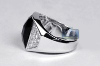 18K White Gold 0.90 ct Diamond Onyx Mens Ring