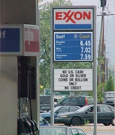 Zdjęcie stacji benzynowej gdzieś w USA, na której nie przyjmuje się płatności w dolarach, tylko w złocie lub srebrze.