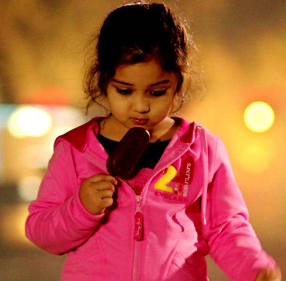 Varun Dhawan Hd Wallpaper Son Of Satyamurthy Little Cute Girl Baby Vernika Unseen