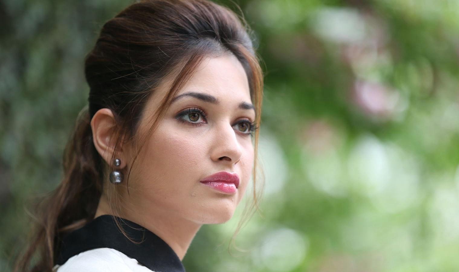 Girl In Saree Hd Wallpaper Actress Gorgeous Tamanna Bhatia Cute Photos At Baahubali
