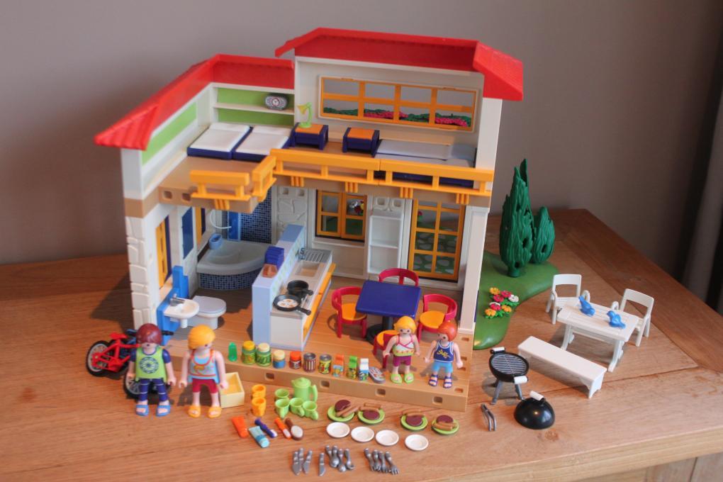 AmazondePLAYMOBIL 9270 - Fröhliches Kinderzimmer - playmobil - jeux de construction de maison en d