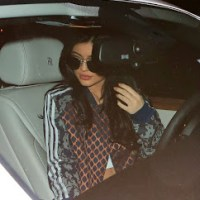 Kylie Jenner Hangs Out With Tyga At His Place (Photos)