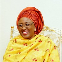 See What Alaafin Of Oyo Did To Aisha Buhari For Trying To Shake His Hand (Photo)
