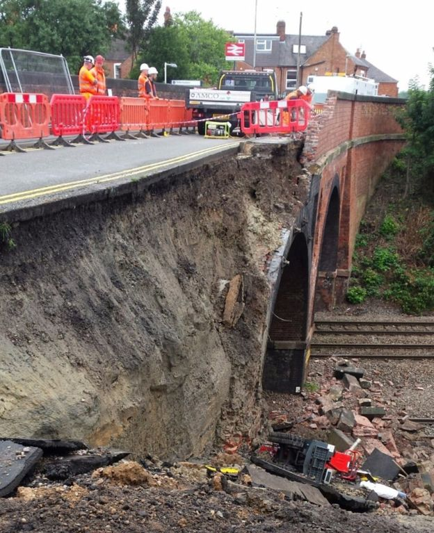 bridge collapse in barrow upon soar