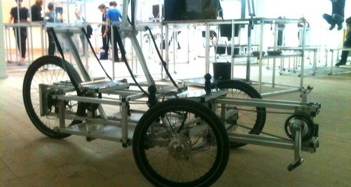 Cargo bike made of aluminium frames and recycled wheels. Photo by Braindeer