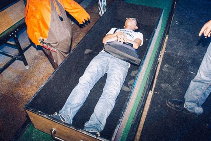 2_Chinese-amusement-park-death-simulator