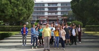 Μαθητές και καθηγητές μπροστά στην ΣΘΕ