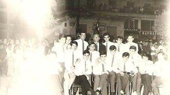 1967  Ταξη Γ' Λυκειου το 1967 στην Κεντρικη πλατεια