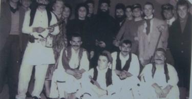 1960 Ελένη Βαρμάζη: Μετά από τη γιορτή της 25 Μαρτίου.Όρθιος δεύτερος από αριστερά οΚώστας Δ. Βαρμάζης.