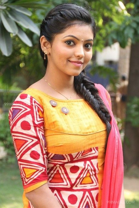 Beautiful Wallpapers Of Flowers With Quotes Athulya Ravi Beautiful Hd Photos 1080p 🌟