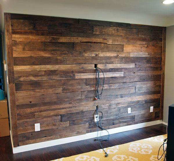 DIY Recycled Pallet Wall