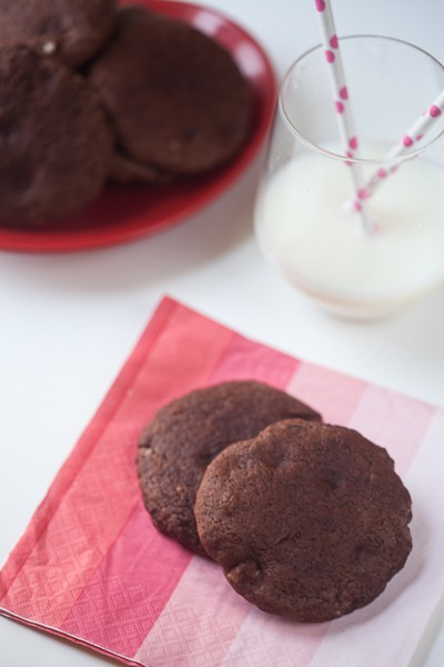 healthy-delicious_double-chocolate-red-wine-cookies-3
