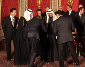 Obama Bows to King Abdullah of Saudi Arabia