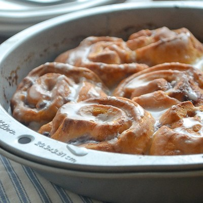 Quick & Easy Blackberry Cinnamon Rolls