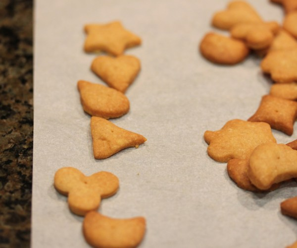 Whole Wheat and Cheddar Mini Crackers