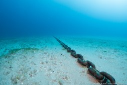 Large chain leads to the wreck
