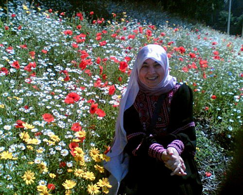 http://i0.wp.com/www.a-w-i-p.com/media/blogs/articles/Directory2/Nahida_Izzat_field_flowers0001.JPG?w=620