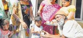 Generous Beggar distributed gold earrings and books