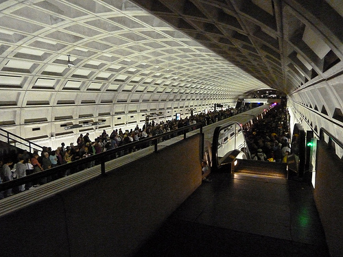 Smithsonian Metro platform, 2 PM by angelynx_prime, on Flickr