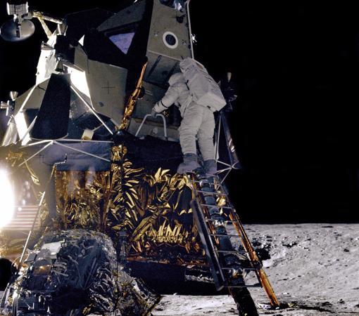 Alan L. Bean llega a la Luna durante la misión Apolo 12