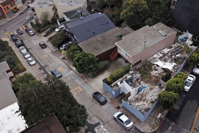 An aerial photo showing the demolished San Francisco house designed by the modernist architect Richard Neutra.