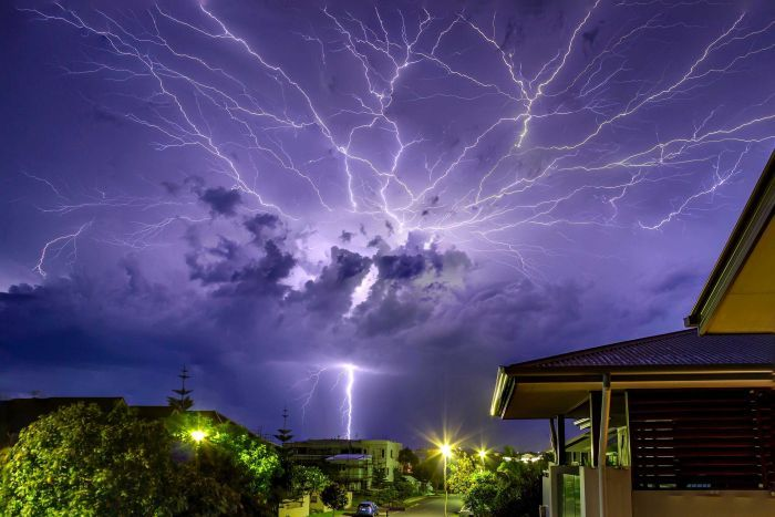 How to stay safe from lightning strikes during a storm - ABC News