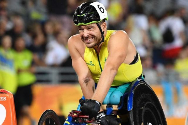 Kurt Fearnley grimaces as he crosses the finish line to win silver.