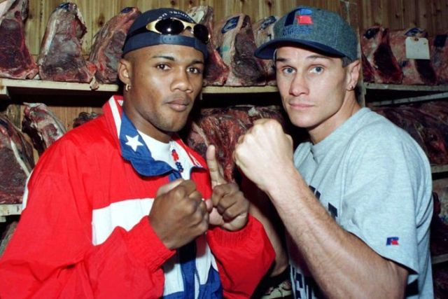 Felix Trinidad (L) poses with Troy Waters ahead of their 1997 bout.