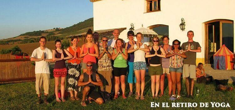 Yoga-activity-studens-learning-spanish