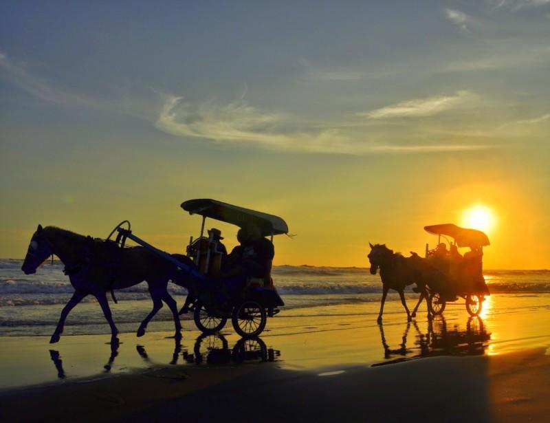 tempat wisata di jogja pantai parangtritis
