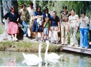 Andrea è con i suoi bambini Stefano e Fiorenza.