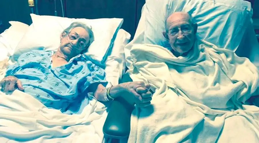 Cute Couple Holding Hands Wallpapers Foto Viral En La Salud Y La Enfermedad Hospital Cumple