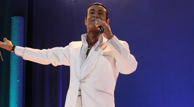 Elymar Santos faz show no Clube Petropolitano neste sábado