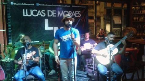 LUCAS DE MORAES FAZ SHOW NO BARA DA FÁBRICA 2
