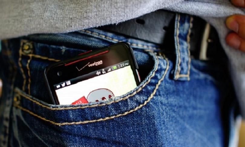 bolso com celular