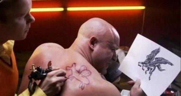 tatuagem feia
