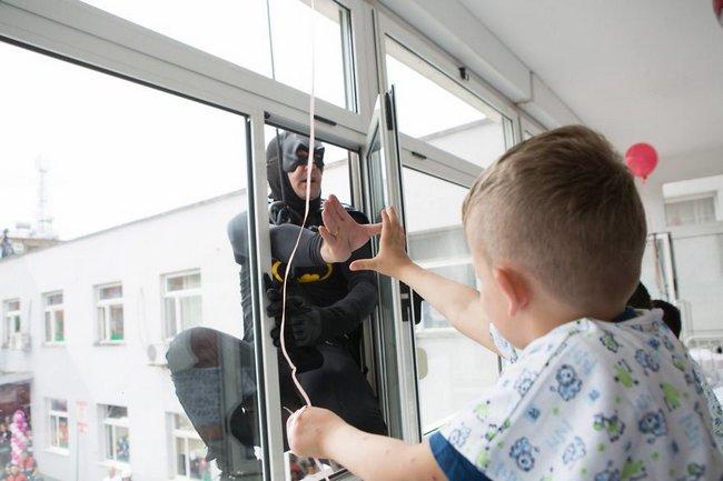 policiais emocionam crianças