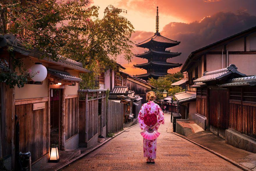 unique-japan-street-photography-17