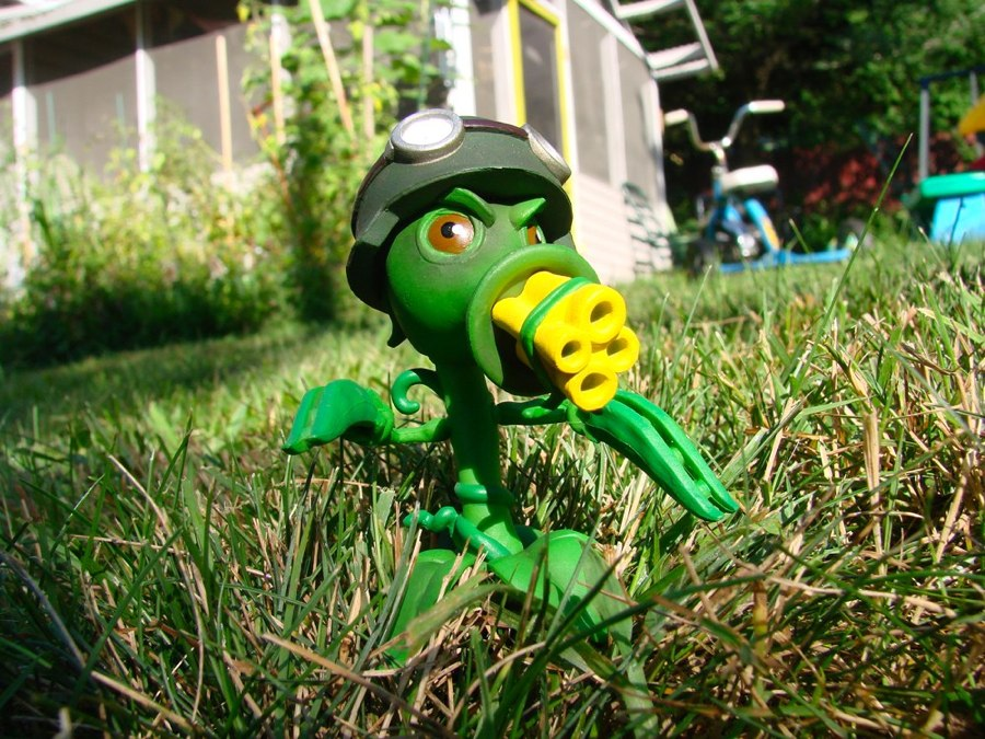 Action figure insider diamond select toys and popcap to - Plants vs zombies garden warfare toys ...