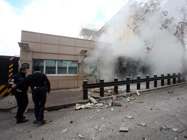 people-entrance-blast.n