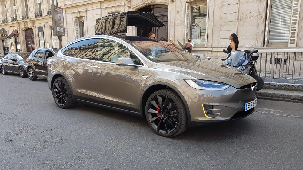 les premi res tesla model x arrivent en france actu auto. Black Bedroom Furniture Sets. Home Design Ideas