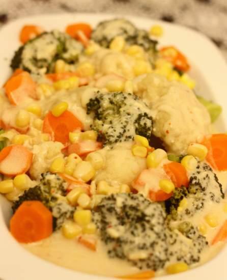 Soslu Karnıbahar ve Brokoli Salatası Tarifi