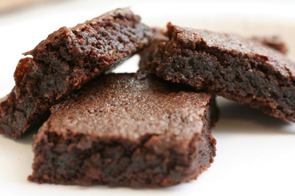 Kakaolu Islak Kek Tarifi – Brownie