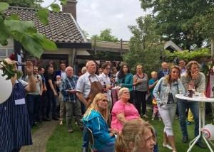 Peter Zuydgeest dacht 65 jaar te worden in eigen kring. Maar zijn gezin vond, dat ook buren en vrienden mochten weten, dat de AOW geen eindstation is.