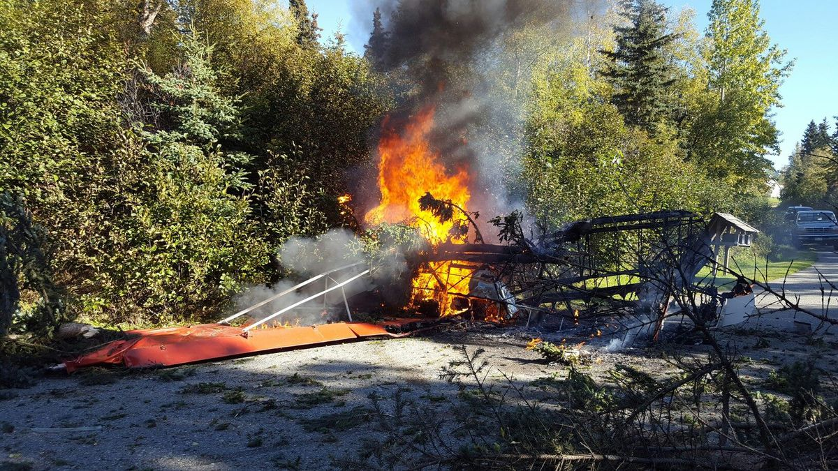 Anchorage Daily News Alaska News Politics Outdoors Pilot In Fatal Plane Crash On Anchorage Hillside