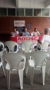 Luciane Soares, presidente da ADUENF faz saudação à assembleia. Foto: Ascom ADUSC