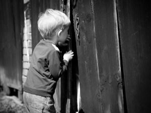 nieuwsgierig-kind-stock