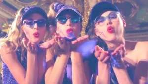london fashion week models blowing kissess