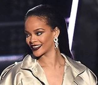Rihanna at the 2015 MTV VMA awards