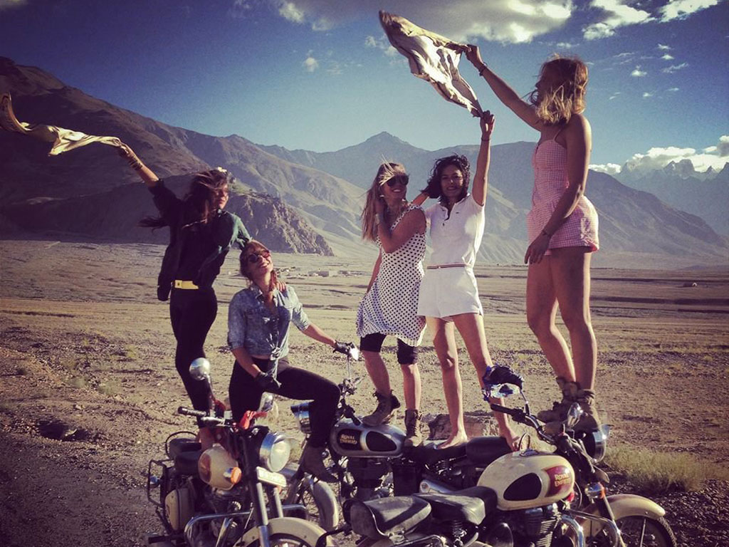 Royal Enfield Cafe Racer Hd Wallpaper Five Parisian Girls Ride The High Passes Of The Himalayas